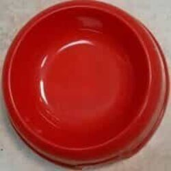 """צלחת אוכל ומיים לכלב בצבע אדום 15 ס""""מ עומק: 5 ס""""מ / צלחת אוכל ומיים לחתול בצבע אדום יפה ועדין.מתאים גם כחלק מסט של קערות מיים ושתייה לכלב ולחתול"""